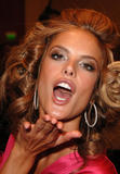 th_96943_fashiongallery_VSShow08_Backstage_AlessandraAmbrosio-56_122_1081lo.jpg