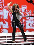 Alicia Keys ( Алисия Кис ) - Страница 2 Th_21866_aliciakeysperformsatmadisonsquaregardentikipetercelebritycity113_123_143lo