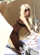 Виктория Сильвстед, фото 1478. Victoria Silvstedt bikini on the beach in Miami - 12/26/11, foto 1478