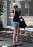 Анна Пакуин, фото 11. Anna Paquin at a salon on Melrose Ave in Beverly Hills 08-06-2010, photo 11