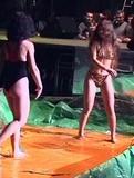 Шоу с дерущимися девками, голыми и полуголыми