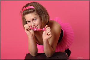 http://img7.imagevenue.com/loc384/th_255265622_tduid300163_sandrinya_model_pinkmini_teenmodeling_tv_074_122_384lo.jpg