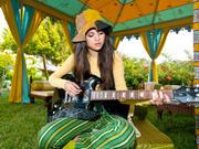 Selena Gomez - Cuteness - Mixed Quality Wallpapers Th_24029_tduid1721_Forum.anhmjn.com_20101130202548019_122_495lo