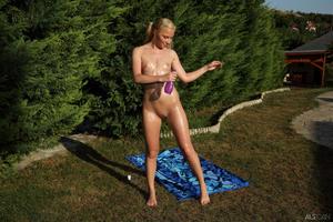 http://img7.imagevenue.com/loc565/th_713239949_tduid300163_ALS_Sweetener_Angie_Koks__Cayenne_medium_0060_123_565lo.jpg