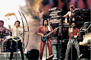 1984 VICTORY TOUR  Th_753895257_6884013208_dc84d23cf1_b_122_78lo