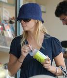 th_94930_Reese_Witherspoon_Candids_378_122_978lo.jpg